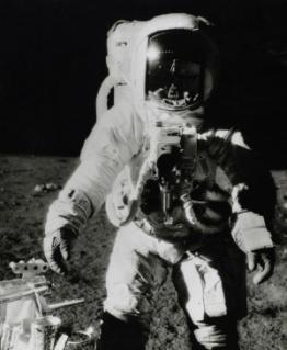 El truco de la NASA para eliminar la evidencia de bases extraterrestre de la Luna y Marte.