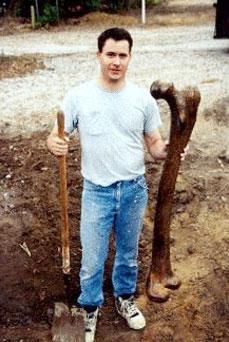 689a7 femur - El Instituto Smithsonian admite haber hecho desaparecer esqueletos de lo que la biblia llama nefilim