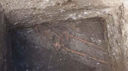 Enorme esqueleto de humano encontrado en una antigua fortaleza búlgara